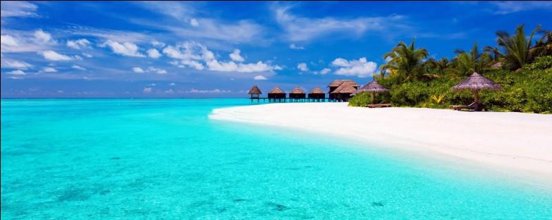 Lequel de ces archipels se situe dans l'océan Indien ?