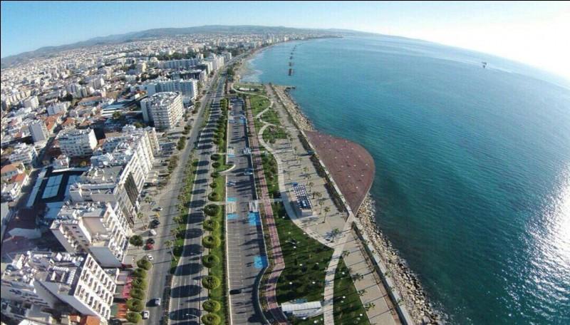 Sur quelle île de la Méditerranée se trouve la ville de Limassol ?