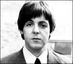 Dans quel groupe Paul McCartney a-t-il débuté sa carrière dans les années 60 ?