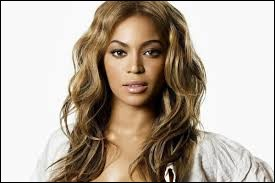 Quel était le nom du girl band dans lequel la chanteuse Beyoncé a débuté sa carrière ?