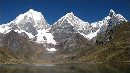 Où se situe ce sommet nommé Yerupajá ?