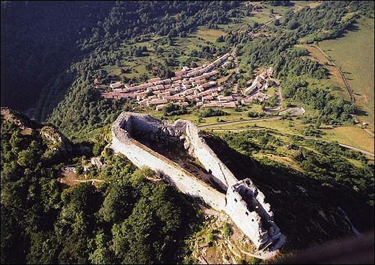 Quels départements ont une frontière avec les Pyrénées-Orientales ?