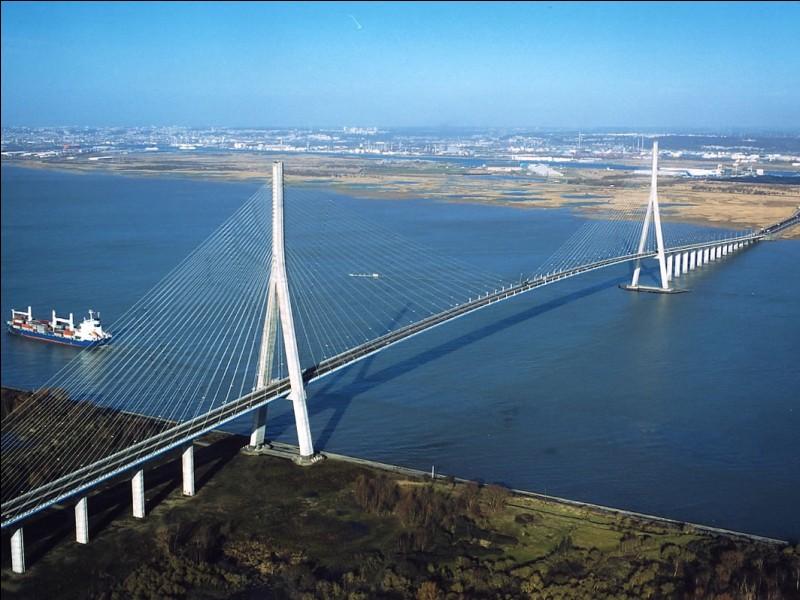 Quels départements le pont de Normandie relie-t-il ?