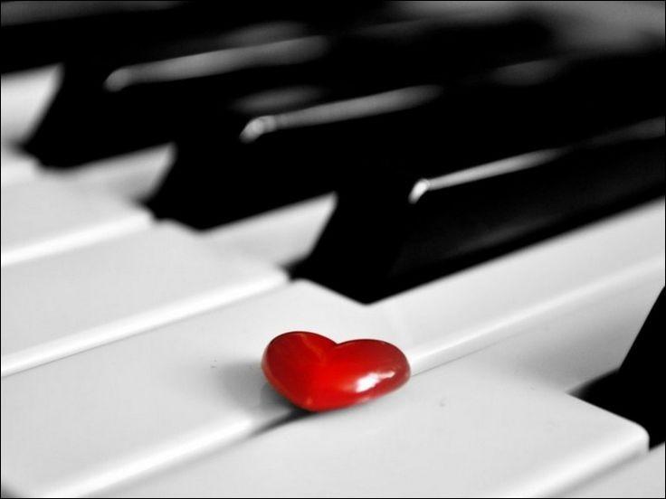 """On continue le quiz en chanson ! A qui pensez-vous en écoutant """"On a cent mille choses à se dire, qui tiennent trop à coeur pour si peu de temps, on s'est aimés comme on se quitte..."""" ?"""