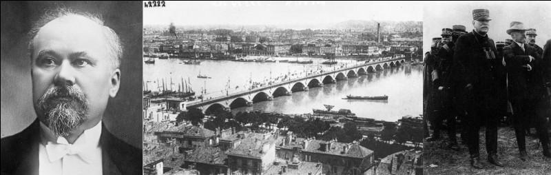 De 1879 à 1914, Paris sera la capitale de la France (IIIe République). En août 1914, la 1e Guerre mondiale éclate. Avec l'avancée des troupes allemandes, le gouvernement de l'époque décide de quitter Paris et de s'installer dans une ville de province.Quelle est cette ville ?