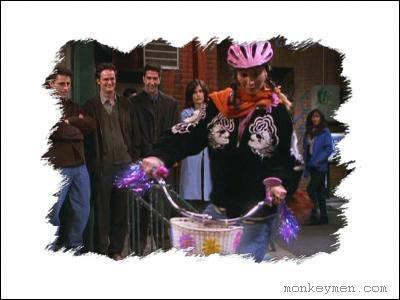 Qui offre un vélo à Phoebe ?
