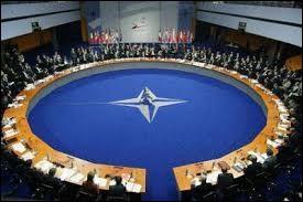 Politique - Sous quelle présidence la France s'est-elle retirée du commandement intégré de l'OTAN ?