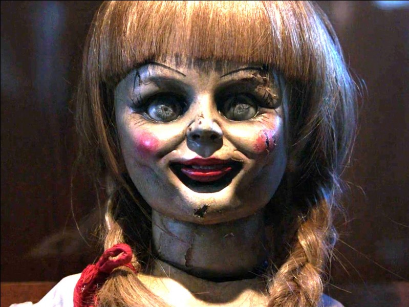 A Halloween, on regarde surtout des films d'horreur ! Comment s'appelle ce film d'horreur avec cette poupée très effrayante ?