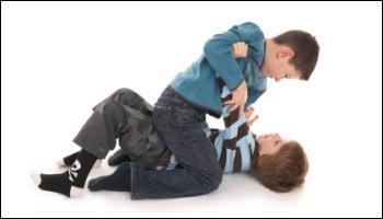 Ton enfant se fait menacer par la brute du collège :